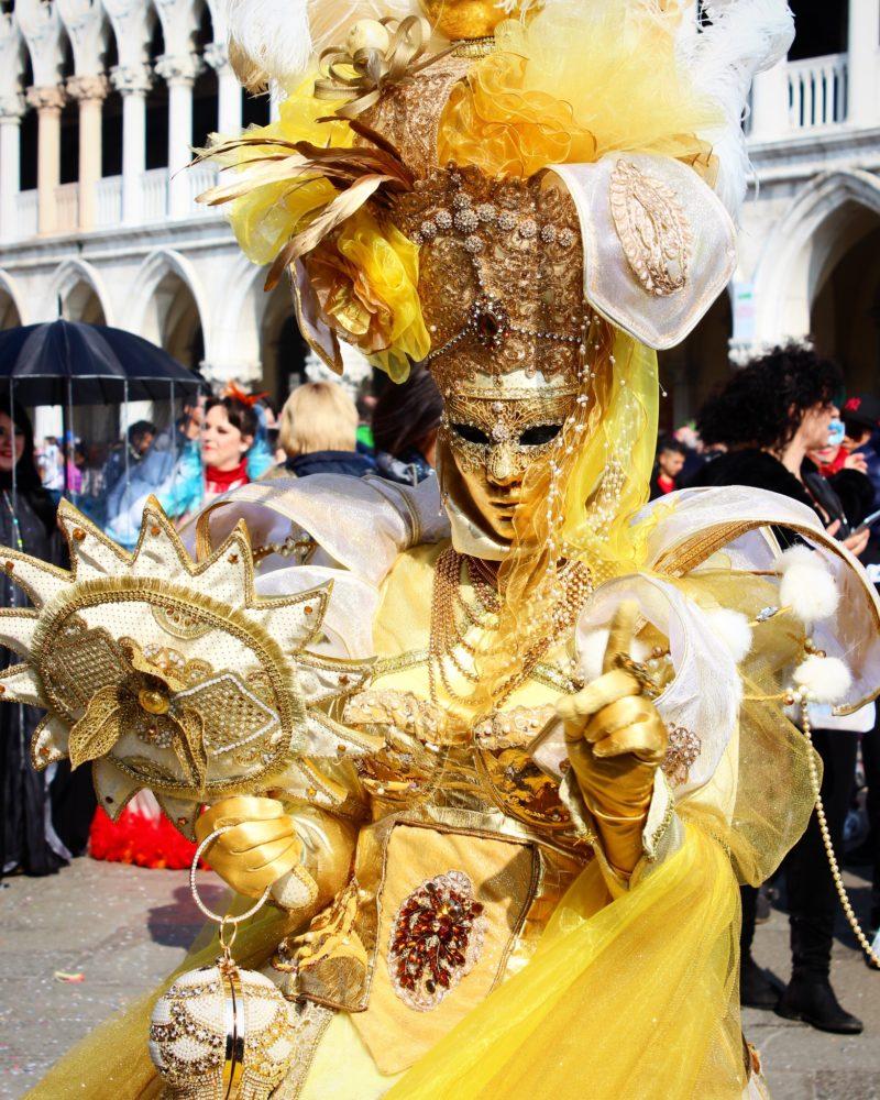 Extravaganța carnavalul de la Veneția