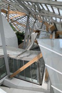 clădirea fundației Louis Vuitton, adascrie